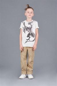 Брюки для мальчикаБрюки-карго классического кроя. Декорированны накладными карманами и декоративной отстрочкой.